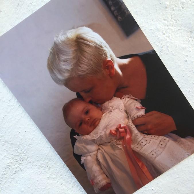 Min datter Aura-Xenia sammen med sin gudmor Karina, da min datter skulle døbes for godt fem år siden.